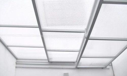 Cubierta con estructura en aluminio y policarbonato en colombia